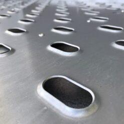 Rampen på Stema REX har opkravede huller for sikring af bedst mulige friktion ved opkørsel