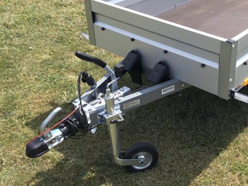 Stema FT 750 med bremse leveres standard med næsehjul samt sorte stopkiler